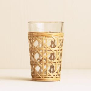 Wasserglas mit Bambus