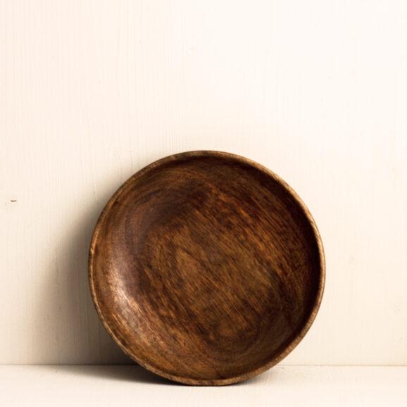 Holzteller von Madam Stoltz in dunkelbraun