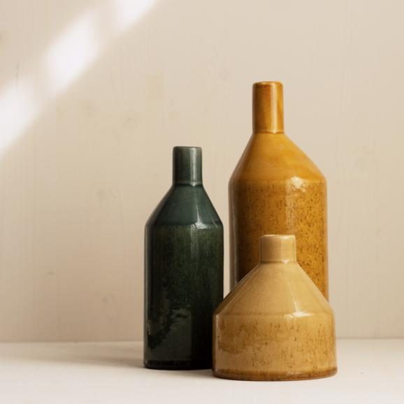 Keramik Vasen in gelb curry und gruen