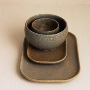 Keramik in taupe mit struktur von madam stoltz