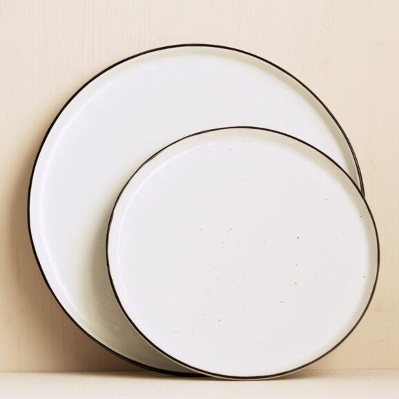 Teller weiss mit schwarzem Rand Salt von Broste Copenhagen