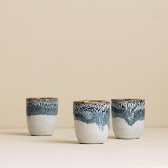 Espresso becher in graublau Keramik aus Portugal