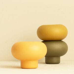 Drei Teelichhalter in gelb, orange und gruen von Broste Copenhagen