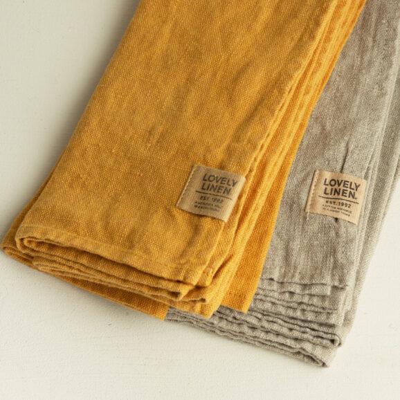 Leinen Servietten von Lovely Linen in honiggelb und beige