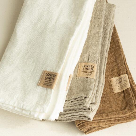 Leinen Servietten von Lovely Linen in weiss mandelbraun und beige