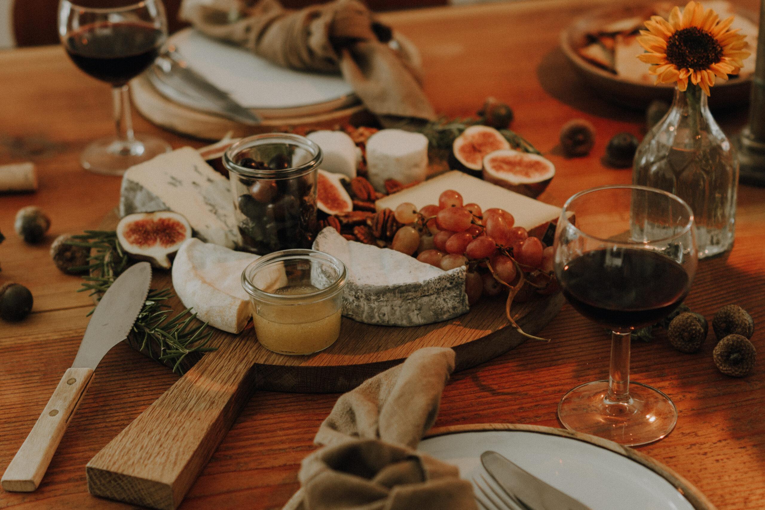 Herbstlich gedeckter Tisch: Ein Abendessen für Zwei