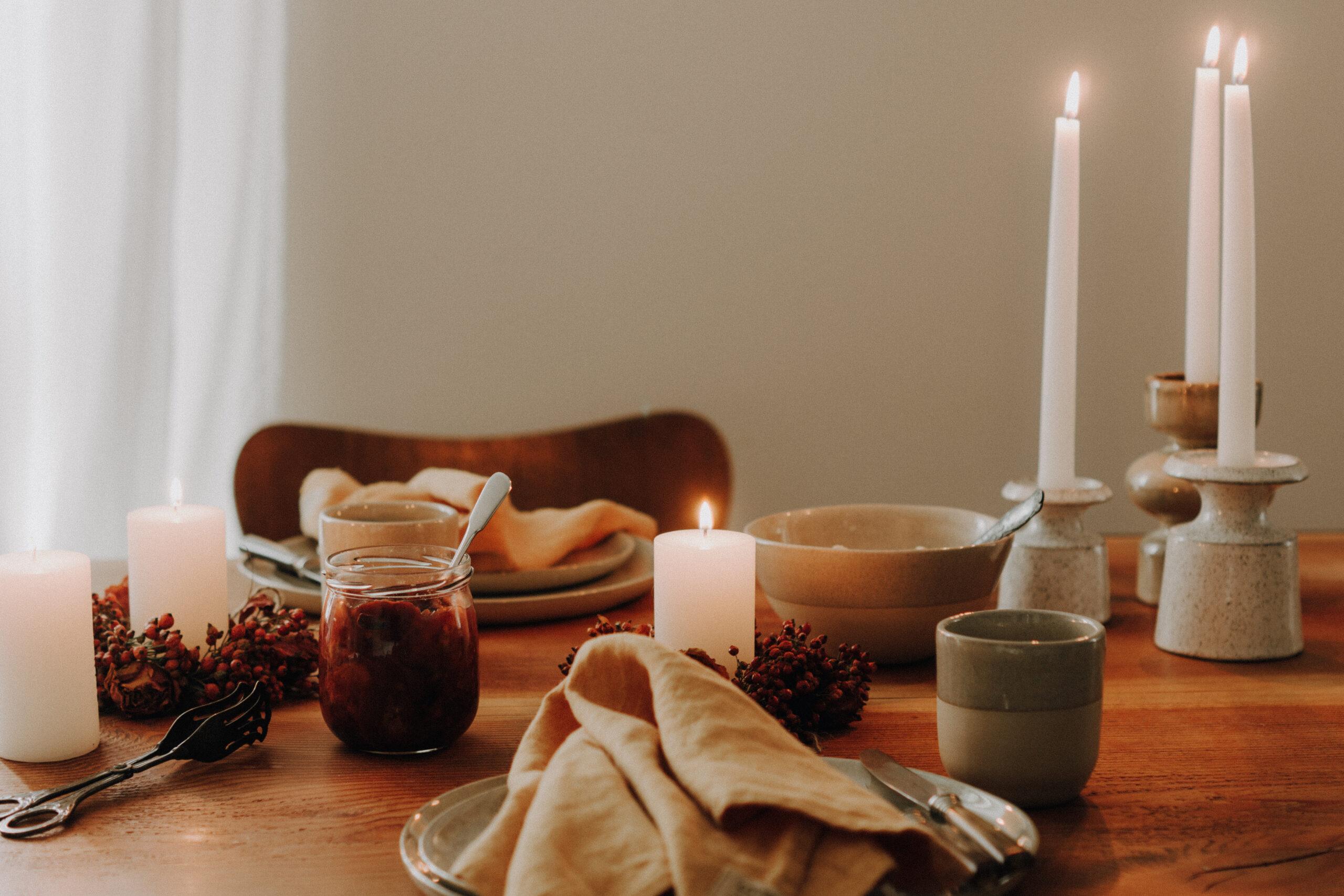 Hey Oktober – du wirst gemütlich! Herbstliche Tischdekoration, Waffeln & Zwetschgenröster
